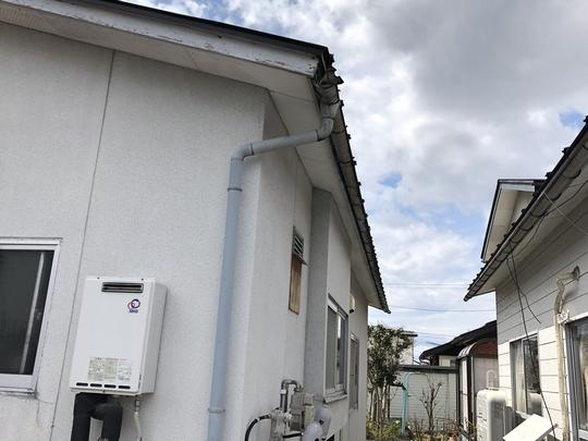 福島県会津若松市の賃貸物件で雪が雨樋を壊してしまったので火災保険申請をして屋根修理をした外装リフォーム事例