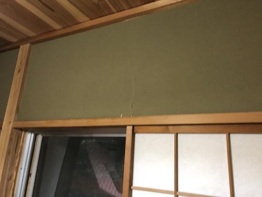 福島県耶麻郡北塩原村の別荘で、雪によって壊れた軒先屋根や和室の塗壁を火災保険申請した事例