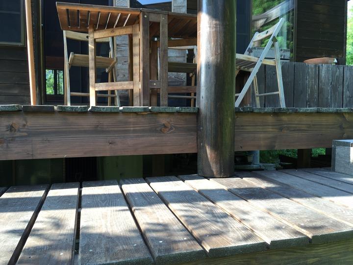 福島県耶麻郡北塩原村の別荘で雪で壊れた木製テラスを火災保険活用で修理したエクステリアリフォーム事例