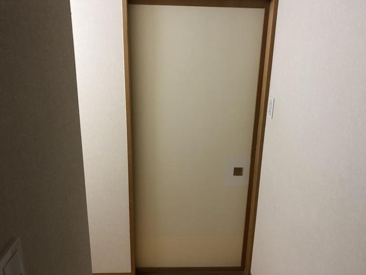 福島県耶麻郡北塩原村の宿泊施設で、傷んだ襖紙を張替えた内装リフォーム事例