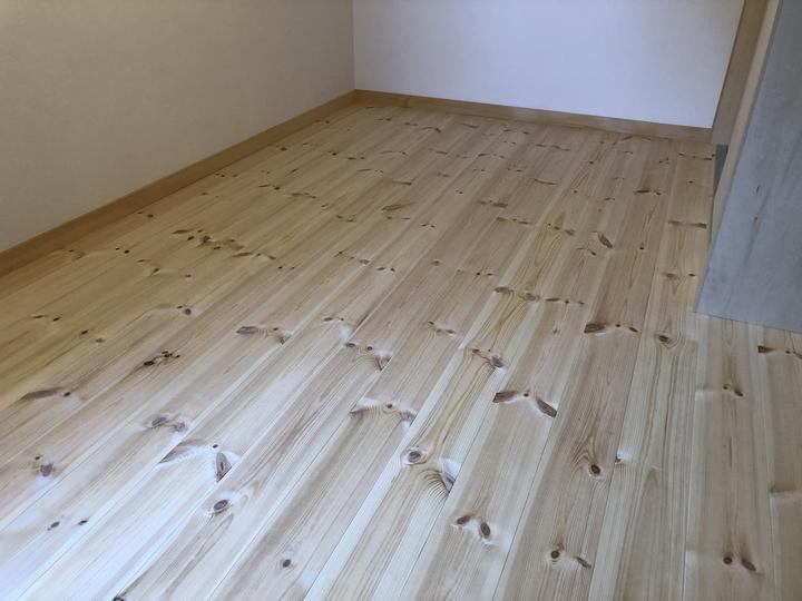 福島県耶麻郡猪苗代町のお家で寝室を増築して無垢材を使った自然素材リフォーム