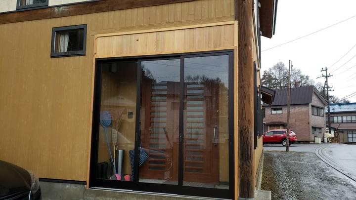 猪苗代町 会津 エクステリア工事 エクステリアリフォーム 玄関 風除室 杉板 外壁