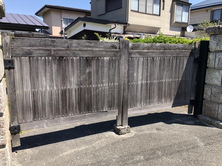 福島県会津若松市のご自宅で、古くなった門扉を新しく交換したエクステリアリフォーム事例